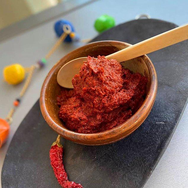 7. Kırmızı biberin sosa evrildiği bir lezzet olan pırpılçıka…