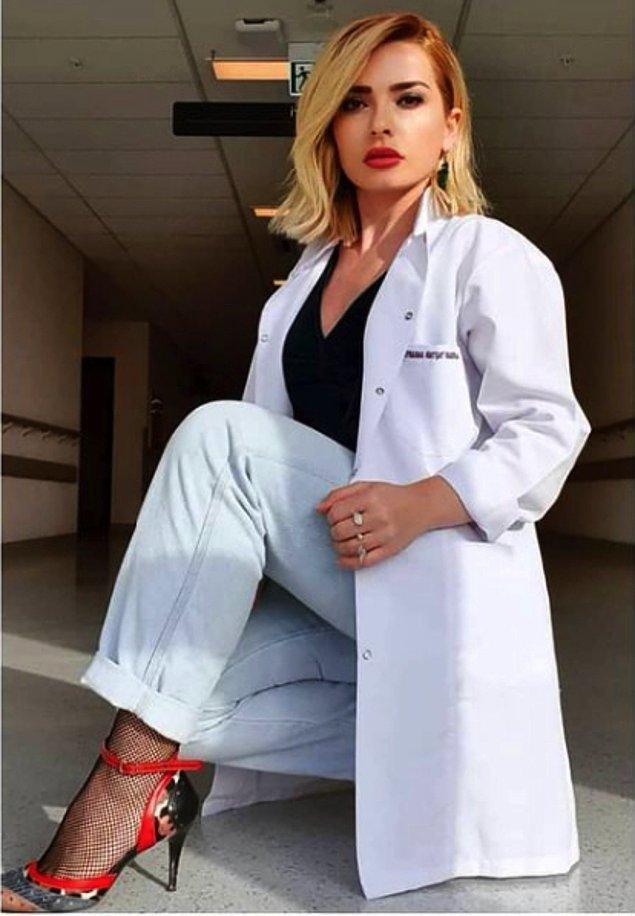 Seçtiği kıyafetlerle birlikte verdiği billboard ilanı tartışma yaratan Dr. Şükran'la ilgili negatif yorum kadar pozitif yorum da çok sosyal medyada.