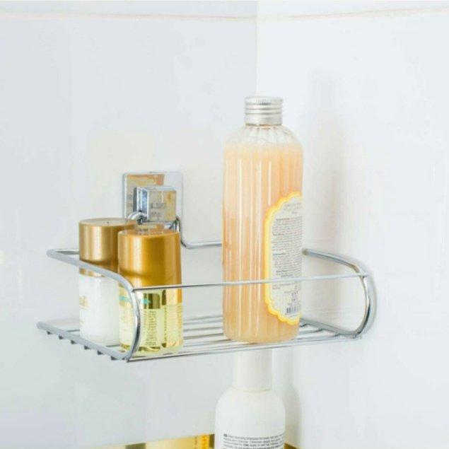 18. Yapışkanlı mini şampuanlık raf sayesinde banyo duvarını delmenize gerek kalmayacak...