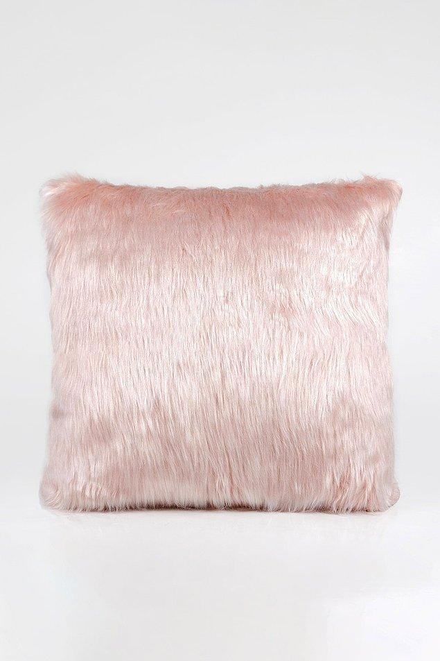 19. Ev dekorasyonunuzu peluş yastıklar ile tamamlayabilirsiniz...