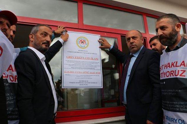 """Metro A.Ş önünde yapılan basın açıklamasına Türk-İş 3. Bölge Başkanı Hayrettin Çakmak da katılırken işçiler, """"Direne direne kazanacağız"""", """"İş ekmek yoksa barış da yok"""" sloganları attı."""