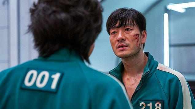 94 ülkede 1. sıraya yerleşen Güney Kore dizisi, ilginç konsepti ile izleyicilerin sevgisini kısa sürede kazandı.