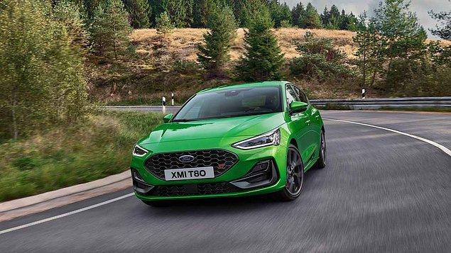 280 beygir güç üreten yeni Ford Focus, performansının yanı sıra yenilenen tasarımı ve siz farları ile öne çıkıyor.