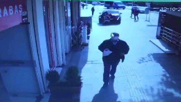 Polis kaza ile ilgili soruşturma başlattı. Feci olay bir iş yerinin güvenlik kamerası ile saniye saniye kaydedildi