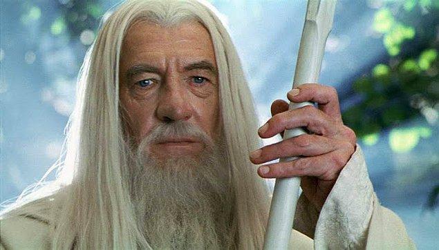 """15. """"Eski oda arkadaşım film izlemeyi severdi, bir gece yarısı aniden 'Yapma Gandalf!' diye bağırmıştı. Gülmekten ölmüştüm."""""""