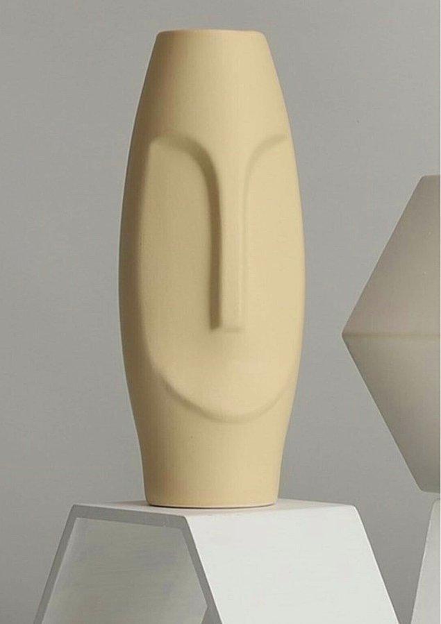 Saksıların yanına dekoratif vazoları koyarak köşenizi daha da renklendirin