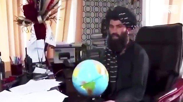 Afganistan'ı Küre Dünya Haritası Üzerinde Bulamayan Taliban Üyesi