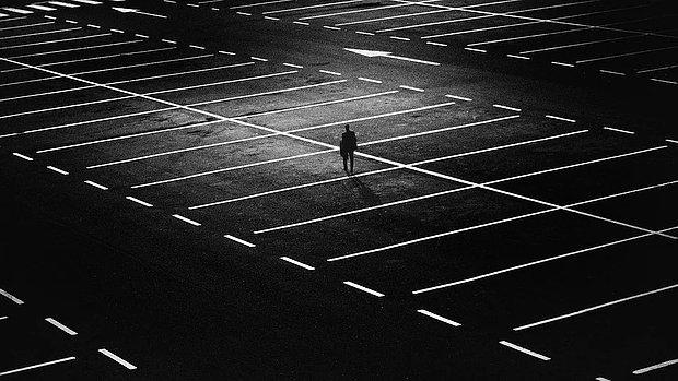 Merve Gökçek Yazio: Yalnız Hissetmemek İçin Panoptikonda Yaşamak