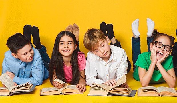 Sizi Eski Güzel Günlere Götürüyoruz! Okul Gezisinde Kitap Fuarına Gidenleri Gülümsetecek 9 Anı