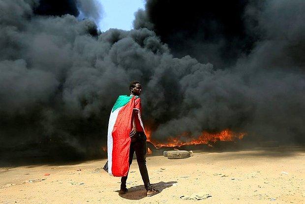 Sudan'da Darbe Girişimi: Başbakan Gözaltında, Halk Sokakta