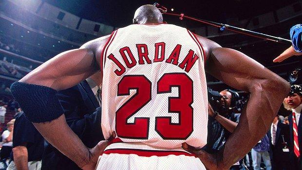 Michael Jordan'ın NBA'deki İlk Spor Ayakkabısı 1,5 Milyon Dolara Satıldı